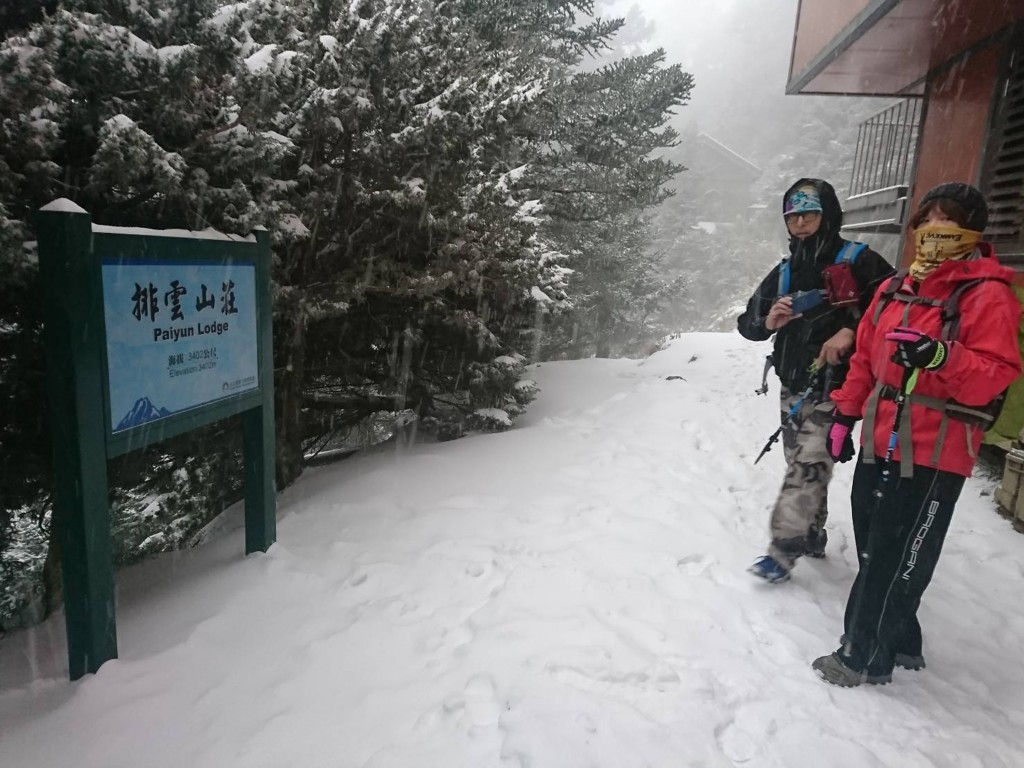 Overnight snow carpets Yushan.