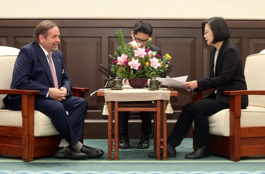 總統蔡英文3日在總統府接見歐洲在台商務協會理事長尹容