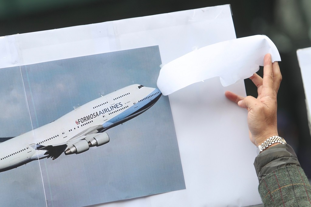 """Chen reveals image showing airline name changed to """"Formosa Airlines."""""""