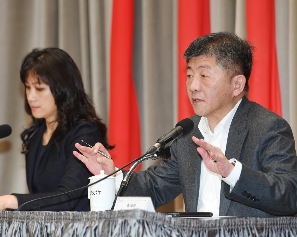 Chen Shih-chung (right)