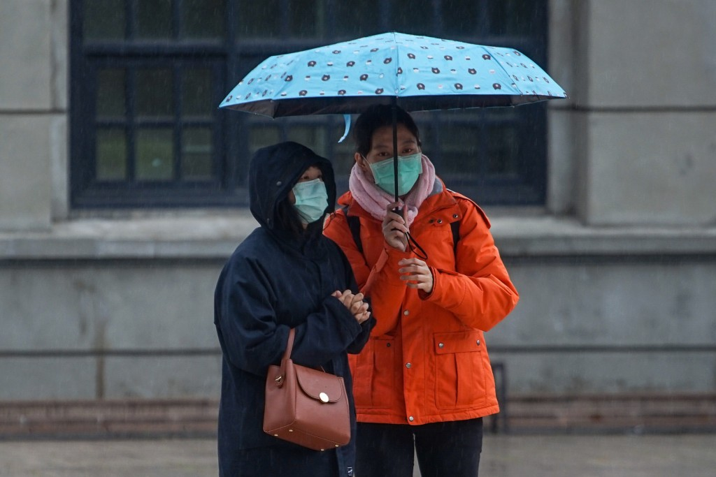 Two Taiwanese brave the rain