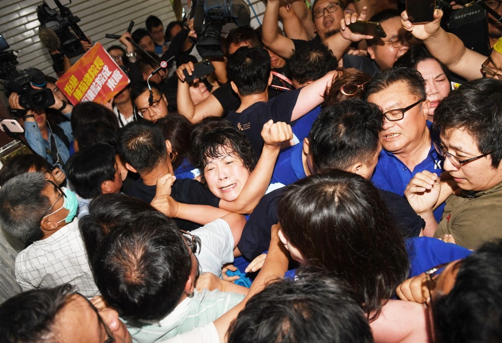 Clashes erupt outside legislature over Chen Chu's appointment as Control Yuan President.