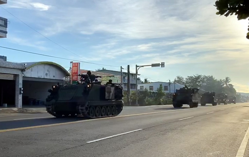 An M60A3 tank and military trucks spotted onTaitung street amid Han Kuang military drills.
