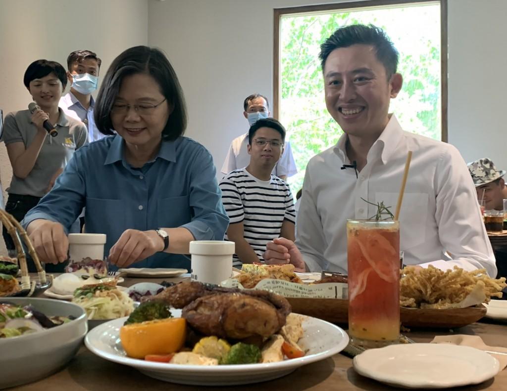 President Tsai Ing-wen visits Hsinchu to promote use of Triple Stimulus Vouchers.