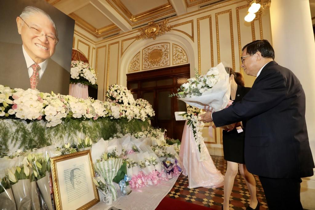 前總統陳水扁3日至台北賓館弔唁逝世的前總統李登輝