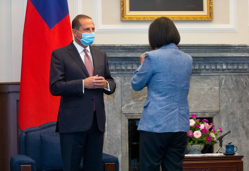 Taiwan's President Tsai Ing-wen meets with USSecretary of Health and Human ServicesAlex Azar.