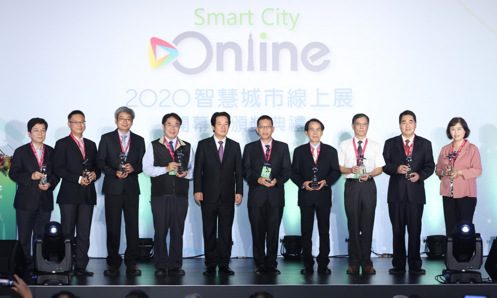 A Smart City Online awards event attended by Vice President Lai Ching-te (center).