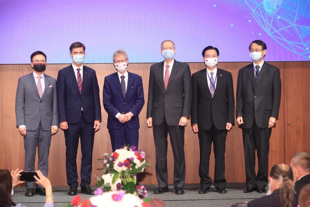 TAITRA ChairmanJames Huang, EU RepresentativeFilip Grzegorzewski,MilosVystrcil,Brent Christensen, Joseph Wu, andHi...