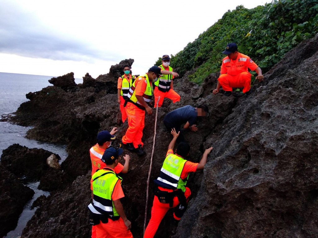 Update: Over 30 Vietnamese illegally land in south Taiwan, 23 arrested