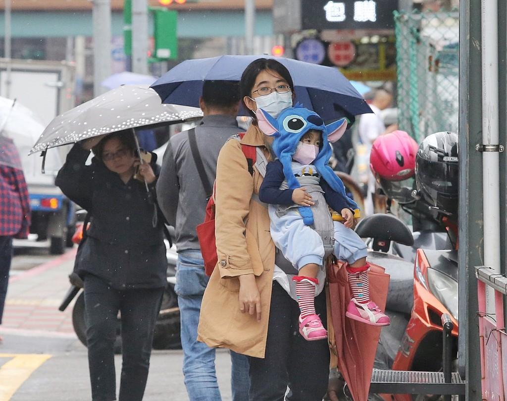 中央氣象局表示,受東北季風影響,本週各地早晚溫差大
