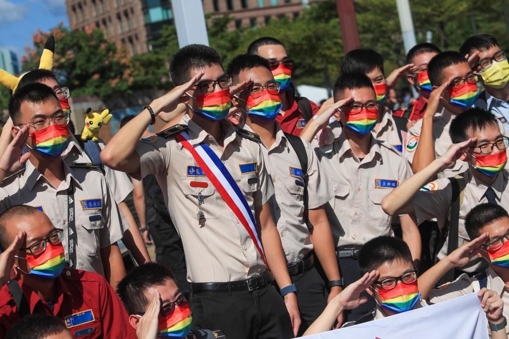 台北同志大遊行 異性戀出動助陣