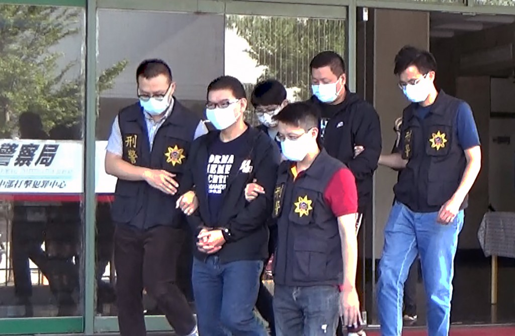 Chuang Chou-wen is led away by Taichung police.