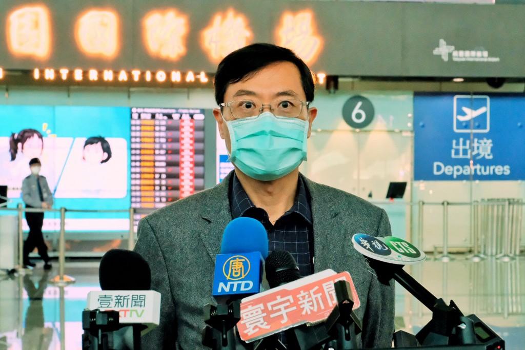經濟部政務次長陳正祺16日搭機赴美參加「台美經濟繁榮夥伴對話」,並於機場受訪