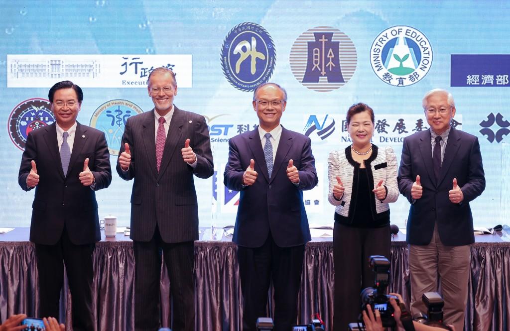 ForeignMinistry hosts Taipeipress conference afterinaugural U.S.-Taiwan Economic Prosperity Partnership Dialogue on Nov. 20.