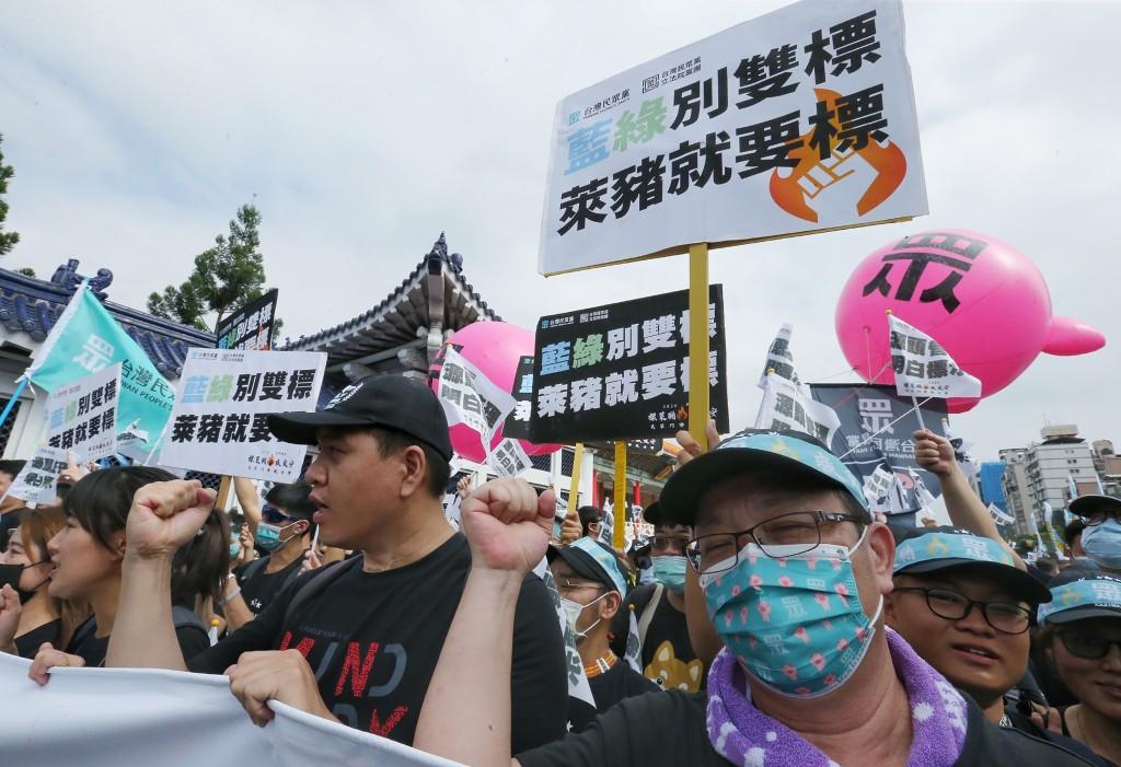 「秋鬥」遊行22日登場,對含萊克多巴胺的美豬即將開放進口,民眾黨參與遊行提兩大訴求「 源頭管理、明白標示」。