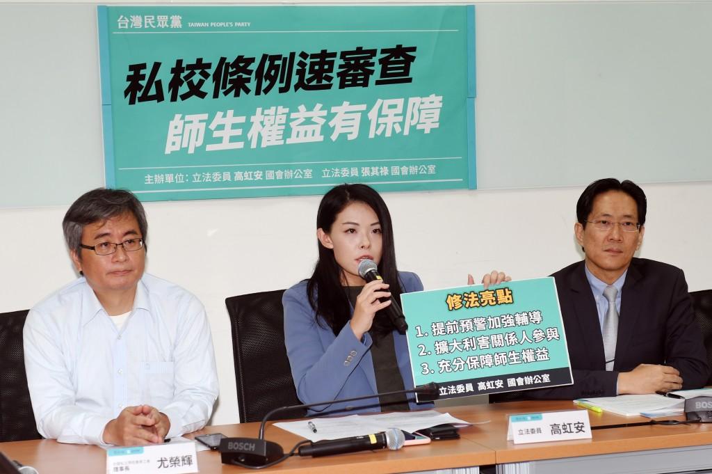 Legislators deliberate on a private schools closure bill last year. (CNA photo)