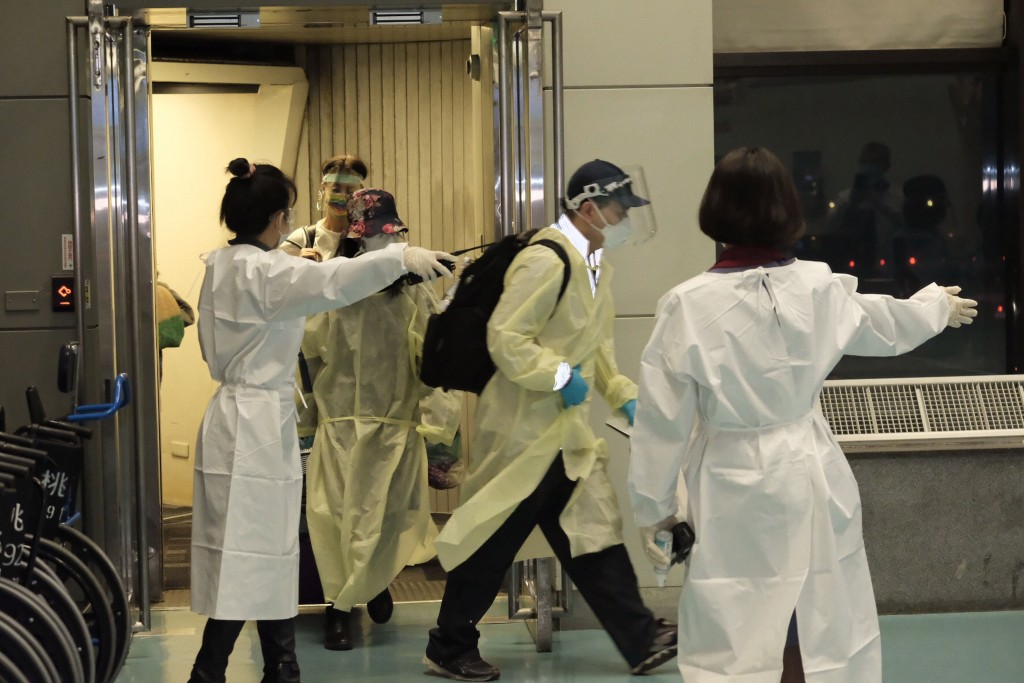 5 passengers on flight from UK arrive in Taiwan with fever, symptoms