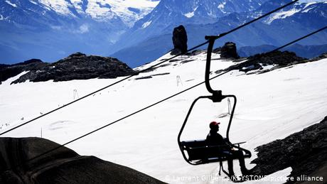 Pandemic proposal to shut down ski resorts divides EU