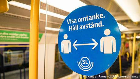 Until now, Swedish public transport users had only been asked to keep their distance, now it is recommended they don masks