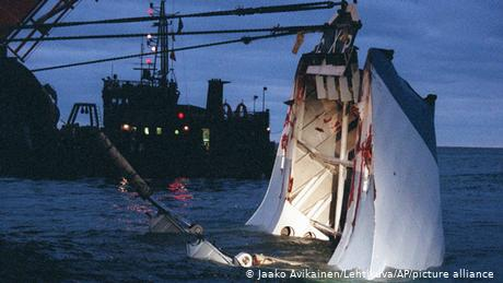 Dives to the wreck of passenger ferry Estonia are illegal but Sweden wants to change this
