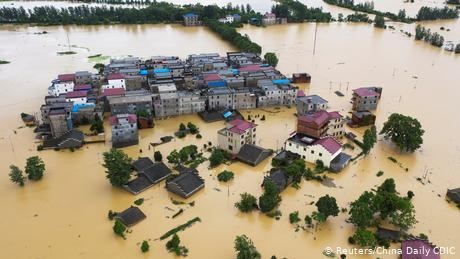 China floods: Over 140 dead as Yangtze River bursts banks