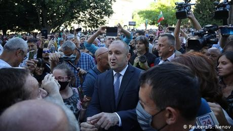 Bulgaria's president calls on 'mafia'-style government to resign
