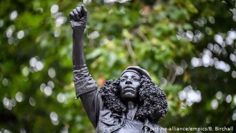 UK: Black Lives Matter protester statue replaces toppled slave trader