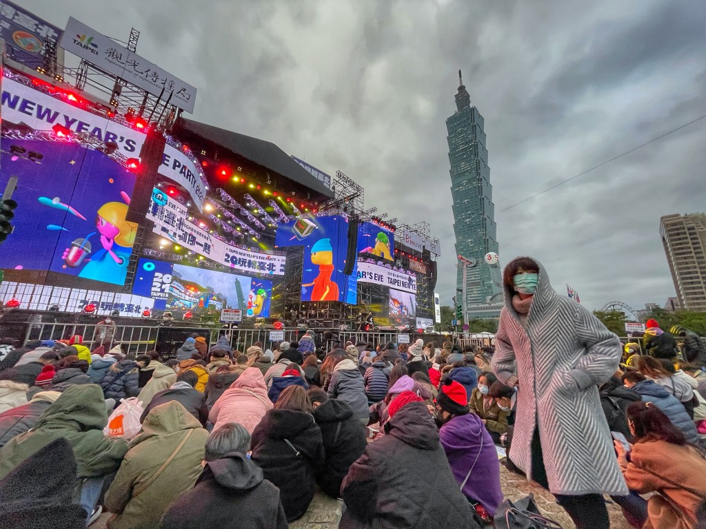 Fewer people at Taipei's New Year's Eve party meant fewer MRT passengers and less garbage