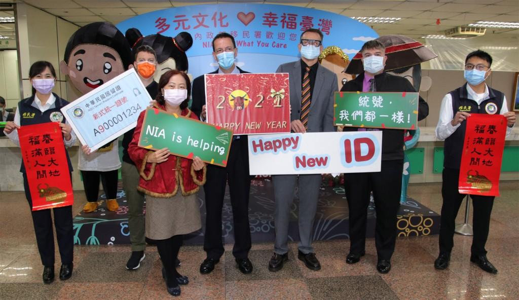 台灣移民署即日起換發新式外來人口統一證號