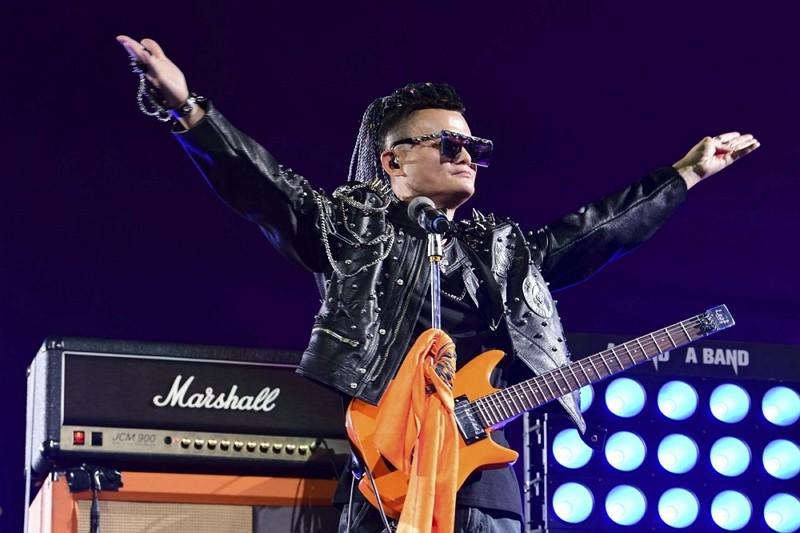 馬雲2019年在阿里巴巴二十周年慶上表演(圖/美聯社)