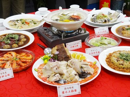 People self-health monitoring for COVID should not attend large Lunar New Year dinners