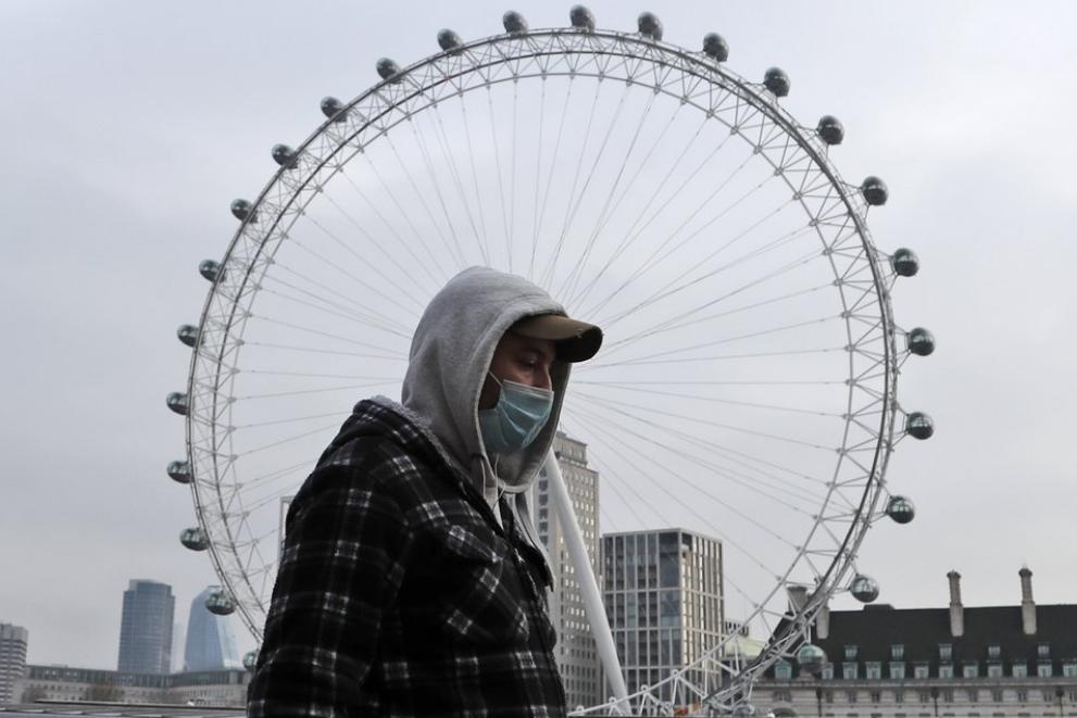 英國8日新增1325人死於武漢肺炎,是去年疫情爆發以來最高紀錄。(圖/美聯社)