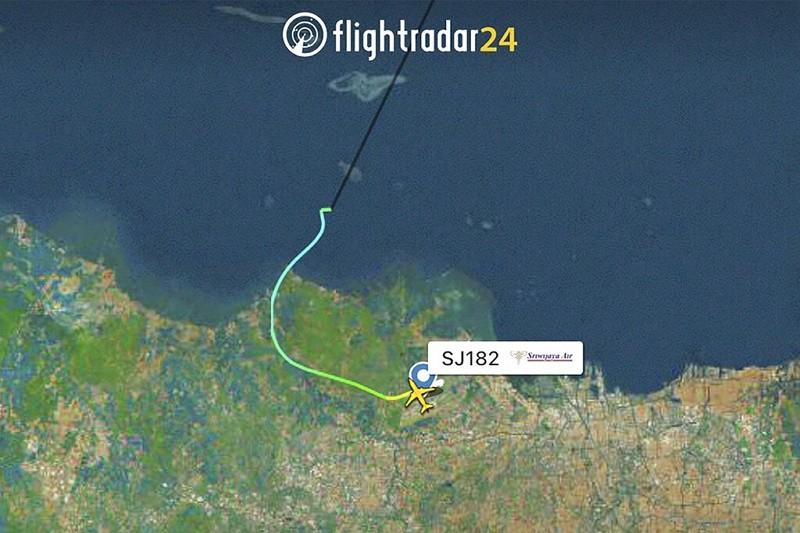 雷達顯示三佛齊航空編號SJY-182班機飛行路徑(圖/美聯社)
