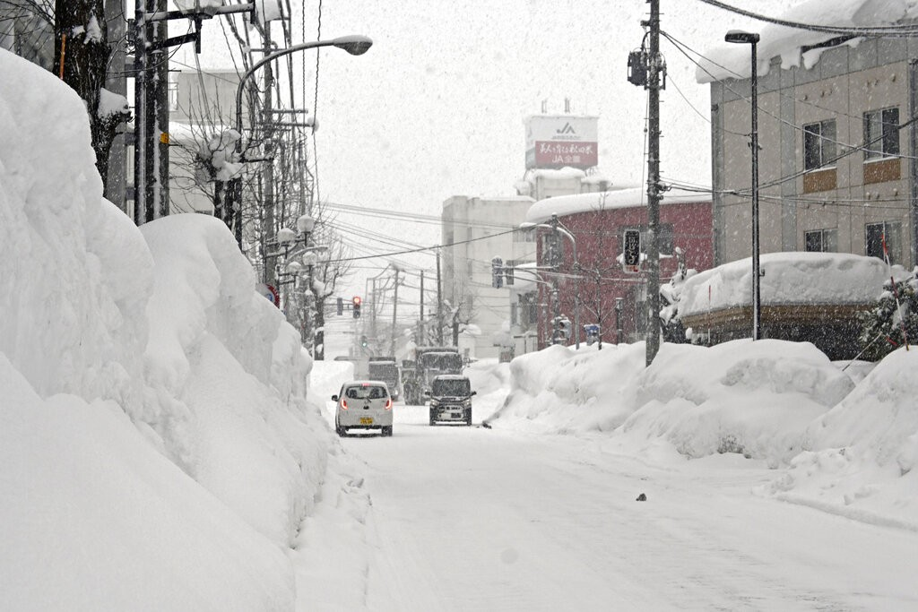 日本北部寒流降雪破紀錄! 至少11死330人輕重傷 上千車輛受困