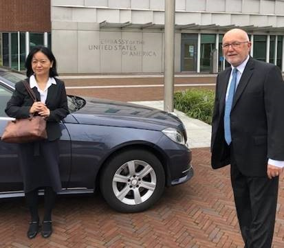 Hoekstra invites Chen to U.S. Embassy in the Netherlands (Twitter, @usambnl photo)