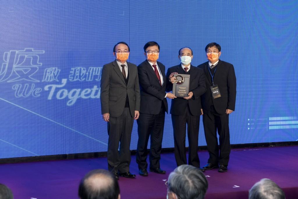 長庚醫院榮獲國家生技醫療品質獎 1首獎1金1銀1銅21標章認證