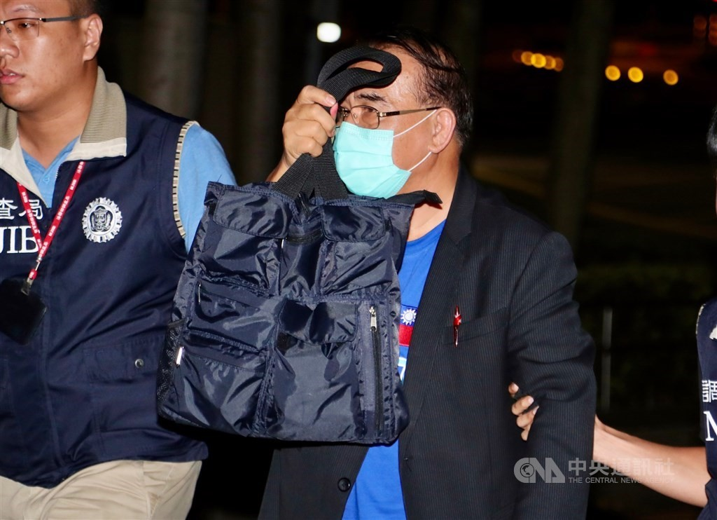KMT lawmaker Sufin Siluko being led away for questioning on Aug. 1, 2020