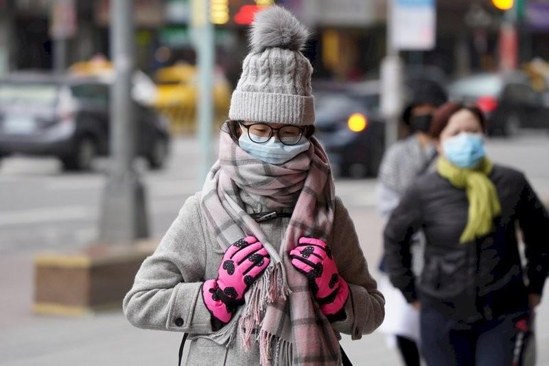 強烈大陸冷氣團16日下午南下,氣象局表示,北台灣愈晚會愈溼冷。(圖/中央社檔案照片)