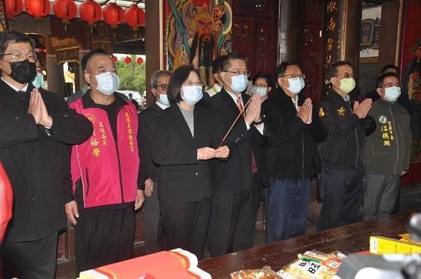 President Tsai Ing-wen (third from left)