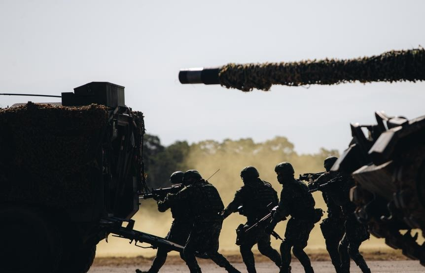 Army soldiers on the move during Tuesday's drill. (Military News Agency)
