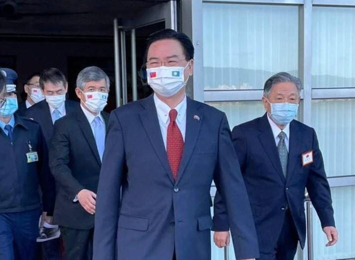 外交部長吳釗燮1月20日啟程前往帛琉(外交部照片)
