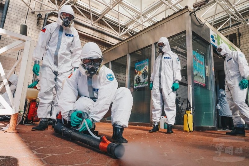 Chemical warfare troops disinfecting Taoyuan (Military News Agency photo)