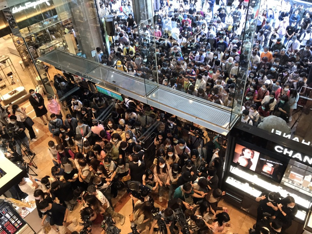 Crowds at a Taipei department store