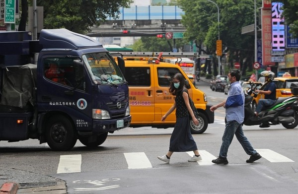 Drivers failing to yield to pedestrians at intersections can face up to NT$6,000 fine.