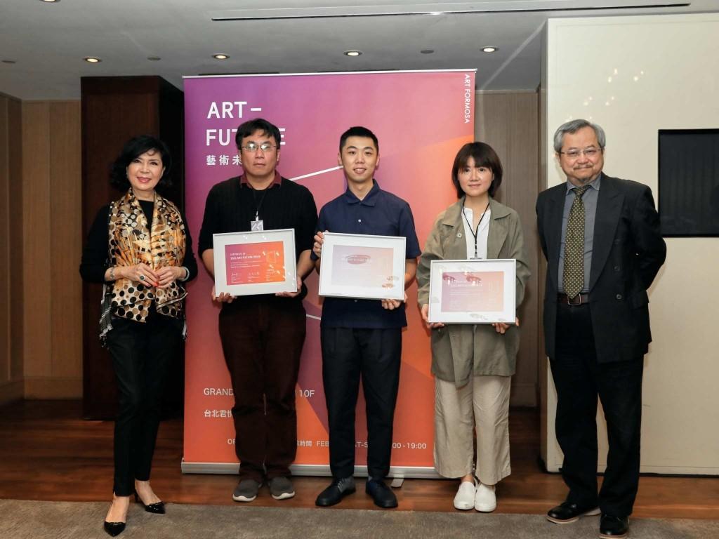 2021 Art Future開幕首日吸引近2000人參加,今年參展畫廊也較去年增長約3成,吸引國內許多藝文大老及藏家參觀。(圖/Art ...