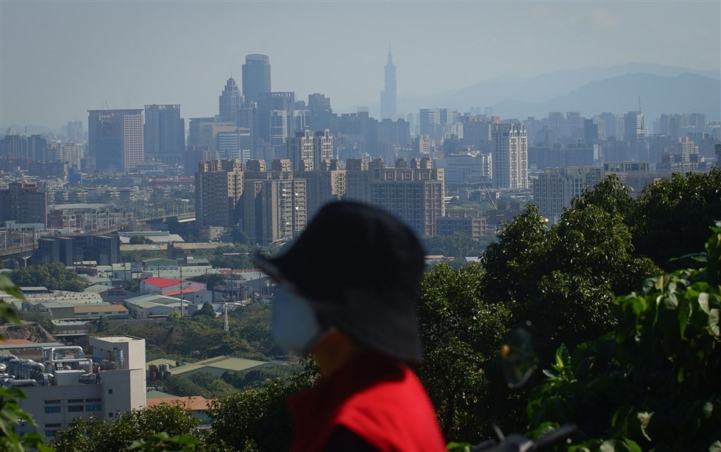 Coal-fired power plants cut output amid poor air quality: Taiwan EPA