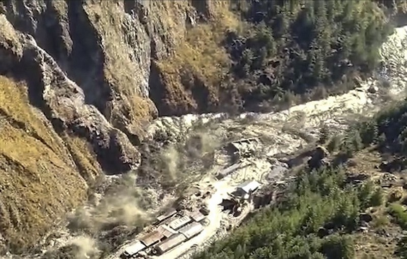 喜瑪拉雅冰川崩裂,印度北部村莊遭難(圖/美聯社)