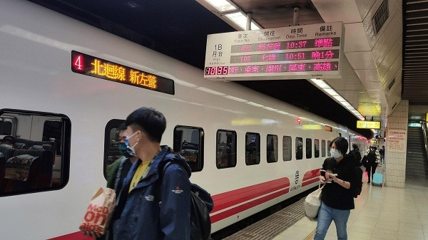 Train No. 422 from Taipei to Kaohsiung boasts 'unparalleled sea views'