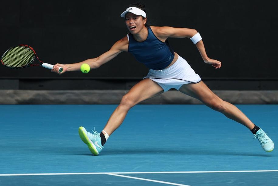 台灣網球女將謝淑薇14日在澳洲網球公開賽女單16強意外輕鬆過關,成為台灣史上首位晉級大滿貫單打8強的女子選手。(圖取自twitter.co...