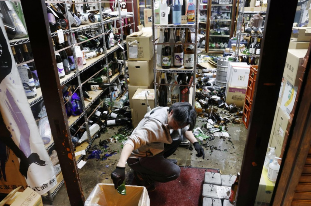 日本13日晚間11時08分福島縣外海發生7.3強震(圖/美聯社)